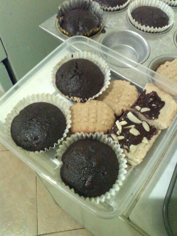 A finished cookie box for friends...