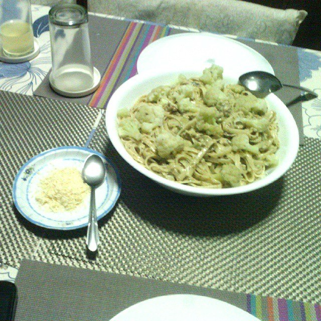 Pesto cream linguine with fresh cauliflower