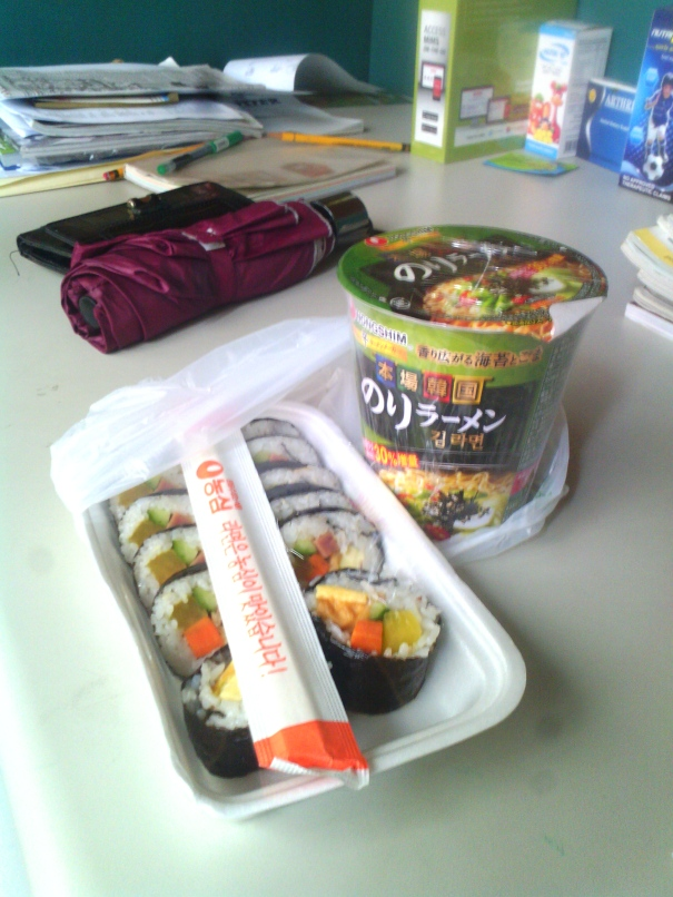 Kimbap and nori noodle soup for lunch
