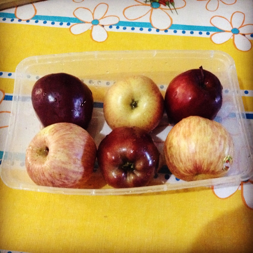 Use two kinds of apples...